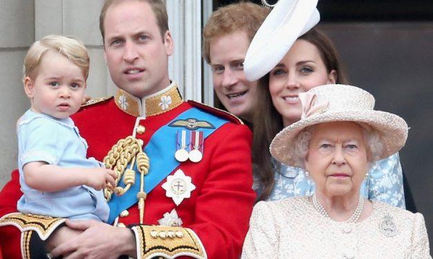 Ilyenek a királyi család hétköznapjai: skót dudaszóra öltözködik II. Erzsébet
