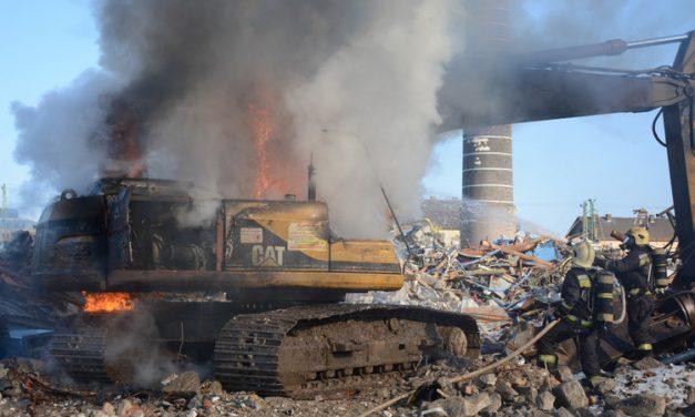 Hihetetlen felvételek a Kerepesi úton lángoló munkagépről – fotók, videó