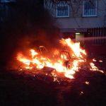 Hatalmas lánggal égett egy autó Marcaliban – brutális fotók