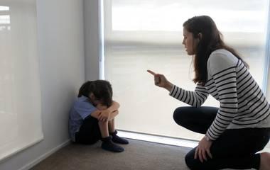 Véletlenül agyonlőtte kétéves kislányát egy anyuka
