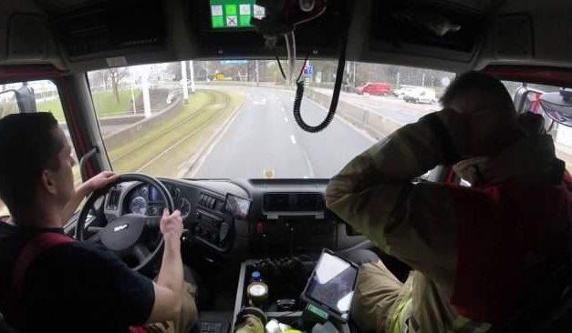 Látni kell, hogy száguld végig a városon ez a holland tűzoltóautó!