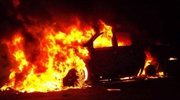 Halálos baleset – Egy ember beszorult egy lángoló autóba