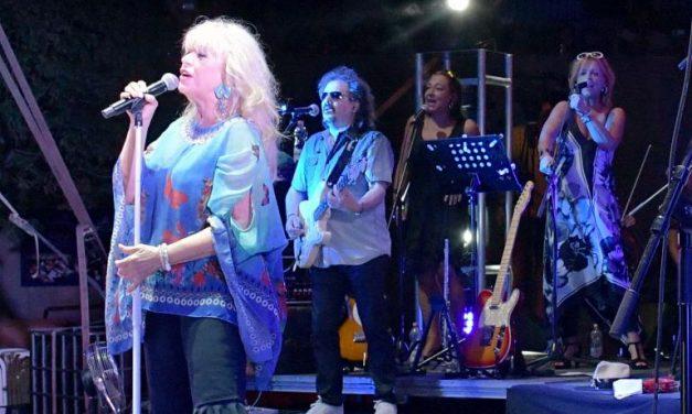 20 éve énekel a Neoton Famíliában a miklósi Gulyás Erika