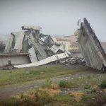 Hídomlás – A katasztrófamentők egész éjjel kutattak esetleges túlélők után