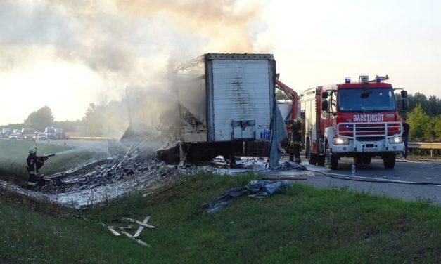 Baleset miatt több kilométeres a torlódás Győrnél az M1-esen