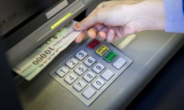 Mindenkit érintő újítást vezetnek be a banki átutalásoknál