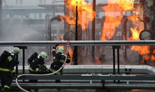 Kitüntették a nagyhegyesi gáztározó tüzét megfékező hős tűzoltókat – fotókkal, videóval