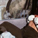 Vajna Tímea letolt nadrággal, tangában és félmeztelenül sífelvonózik