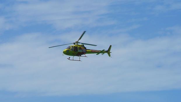 Mentőhelikoptert riasztottak a síelőhöz, élettelenül csúszott a pályán a teste