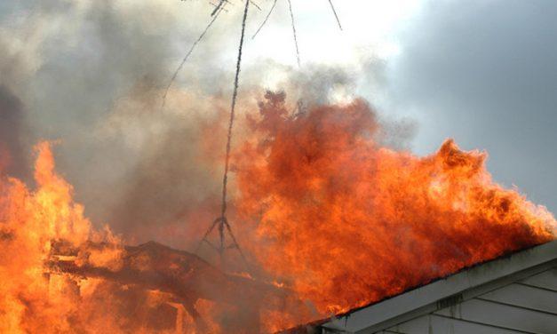 Tragédia Dunapatajon: holttestet találtak a tűzoltók egy ház padlásán