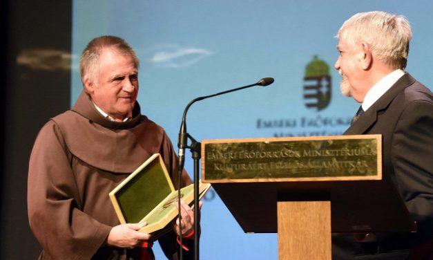 Böjte Csaba díjat kapott a magyar kultúra napján