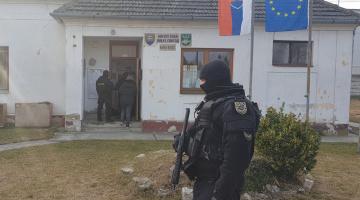 Ötrendbeli gyilkossággal gyanúsítják Dora Ferenc polgármestert és a fiát