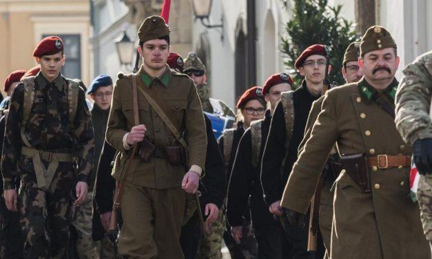 Húsz kilométernyi meneteléssel tisztelegtek a doni hősök emléke előtt