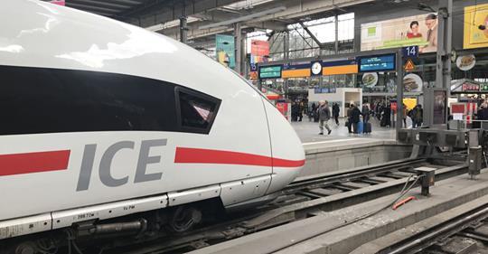 Részeg férfi állított meg egy Párizsba tartó vonatot