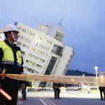 Földrengés rázta meg Tajvant, épületek dőltek egymásra