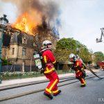 Tűzoltókat fogadott az Élysée-palotában a francia elnök