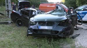 180-nal mehetett a tuningolt BMW, mielőtt az oszlop kettészakította
