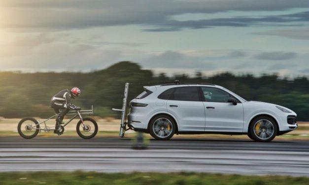 Több mint 280 kilométeres óránkénti sebességgel száguldott egy brit kerékpáros – Videó