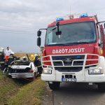 Így mentették a tűzoltók a roncsba szorult sofőrt Zámolynál
