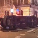Beteget szállító mentőautó balesetezett Kolozsváron, hatan kerültek kórházba