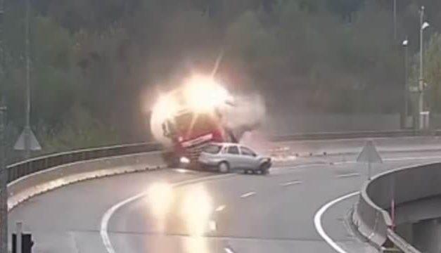Sérült fia hazavárja a szakadékba zuhant magyar kamionost