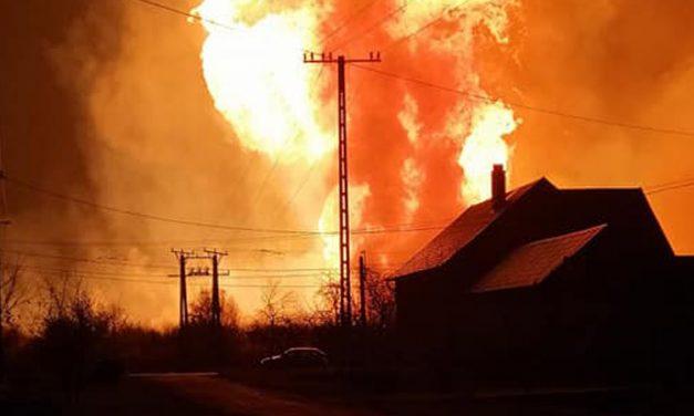 Robbanás a püspökladányi gázfogadó állomáson, óriási lángokkal küzdöttek a tűzoltók – fotókkal