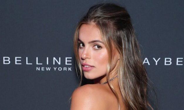 Teljesen átlátszó ruhában ment a Sports Illustrated-modell a gálára – fotó