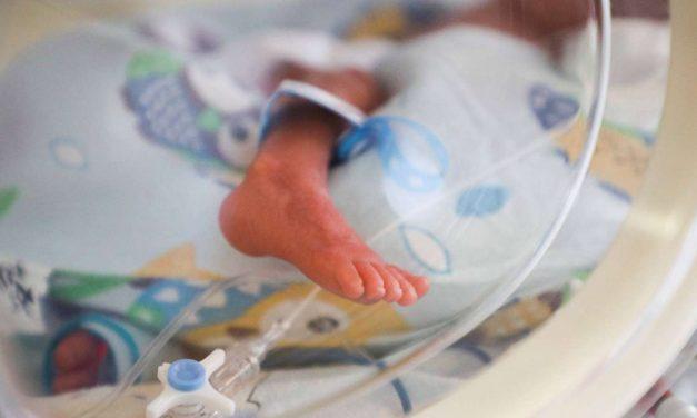 Meghalt a több mint három ezrelékes véralkoholszinttel született csecsemő