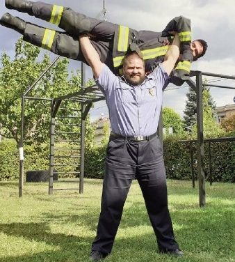 20 tonnás kamionokat húz a zuglói tűzoltó