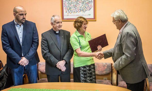 Félmilliós adományt kapott a Bébi Koraszülött Mentő Alapítvány