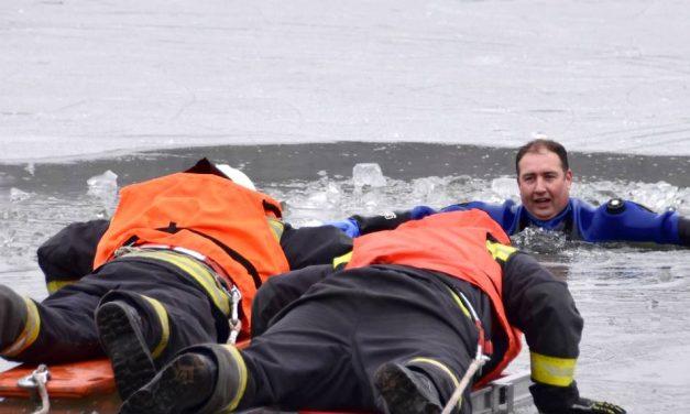 A Deseda jegéről mentettek a tűzoltók