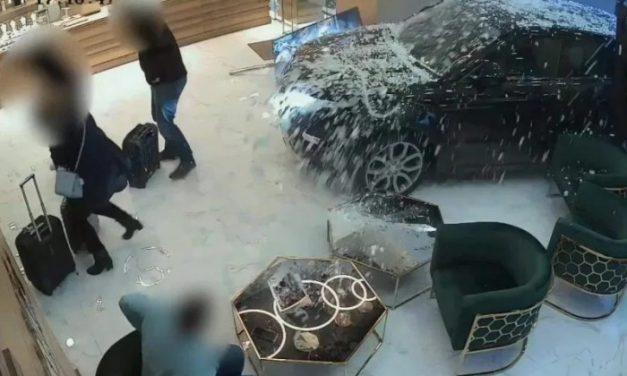 Nem akárhogy érkeztek a boltba a tolvajok