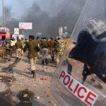 Terror Delhiben – 27 ember meghalt és több százan megsérültek az összecsapásokban