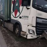 Szalagkorlátnak ütközött egy kamion az M0-áson, több kilométeres a torlódás