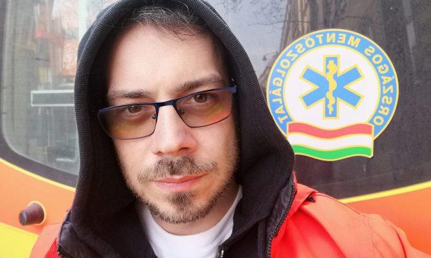 Megszólalt a budapesti mentős: Gyakran vigasztalok koronás beteget a mentőautóban