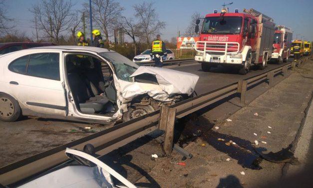 Súlyos baleset a Ferihegyi gyorsforgalmi úton, többen megsérültek, mentők a helyszínen – fotók