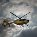 Mentőhelikopter repítette kórházba a második emeletről kizuhant kislányt