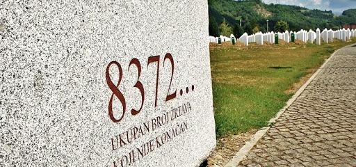 Srebrenicára emlékezik a világ