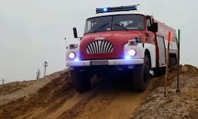 Majdnem ötvenéves ez a Tatra tűzoltóautó, de bármilyen terepen elmegy most is