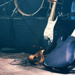 A zenészekkel közösen szervez raktárkoncerteket a kormány