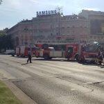 Ég egy lakóépület az Oktogonnál, rengeteg tűzoltó van a helyszínen – videó