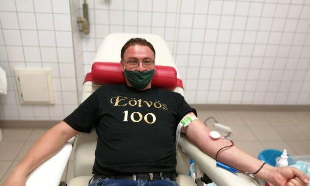 Életében először Vásárhelyen adott vért az Eötvös Cirkusz igazgatója