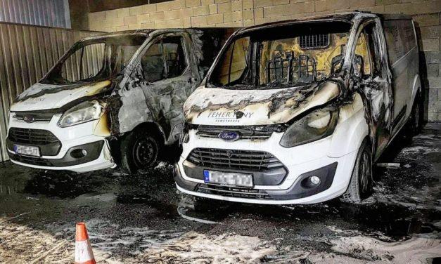 Felgyújtottak két halottaskocsit Érden, temetkezési cégek közötti leszámolás lehet a háttérben
