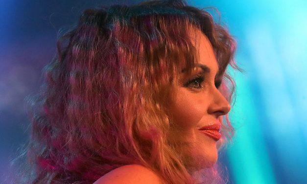 Gabriela Spanic megint villantott tánc közben: a változatosság kedvéért most a feneke látszott – fotók