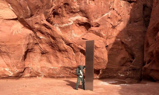 Többen máris megrohamozták a utahi sivatagban talált fémoszlopot