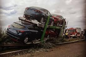 Ráfutásos baleset szenvedett három kamion az M1-esen – óriási torlódás