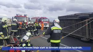 Áll a forgalom az M3-as autópályán: két kamion összeütközött