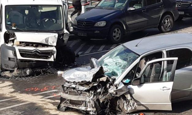 Tíz személygépkocsi ütközött az M0-son