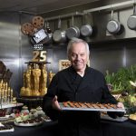 Budapesten nyitja meg első európai éttermét Wolfgang Puck, az Oscar-gálák séfje