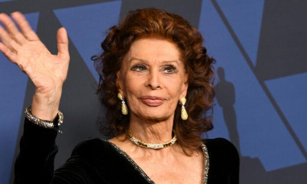 A 86 éves Sophia Loren csillogó estélyiben gálázott: őt választották a legjobb színésznőnek